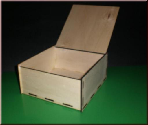 box k stchen mit deckel aus holz mit gravur. Black Bedroom Furniture Sets. Home Design Ideas